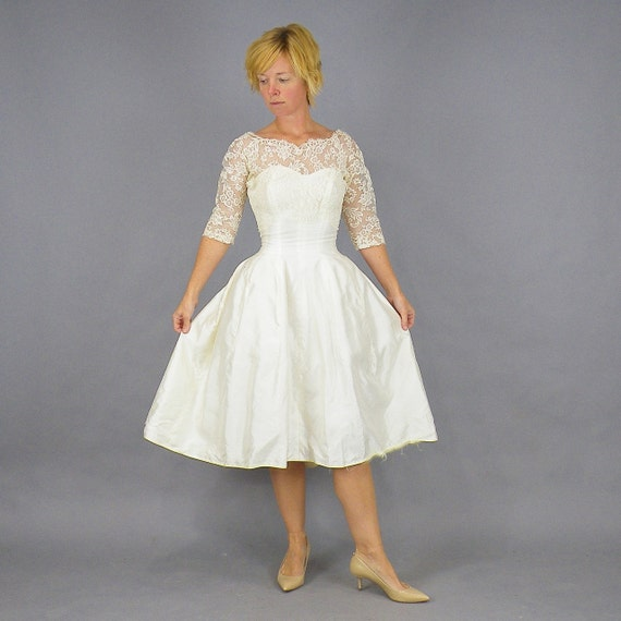 1950s Wedding Dress, 50s Dress, Vintage White Tea Length Lace Illusion Wedding Dress, Sweetheart Neckline, Full Skirt XXS 23 Waist