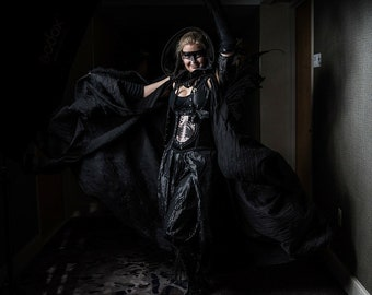 Black wing friendly cape with adjustable harness strapes, cosplay, steampunk, rennfaire, fairies