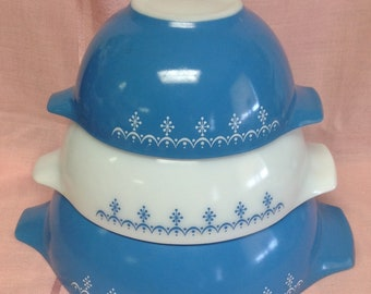 Vintage Pyrex Blue Garland Snowflake Cinderella Mixing Bowl Vintage Glass 442 443 444 Set of 3