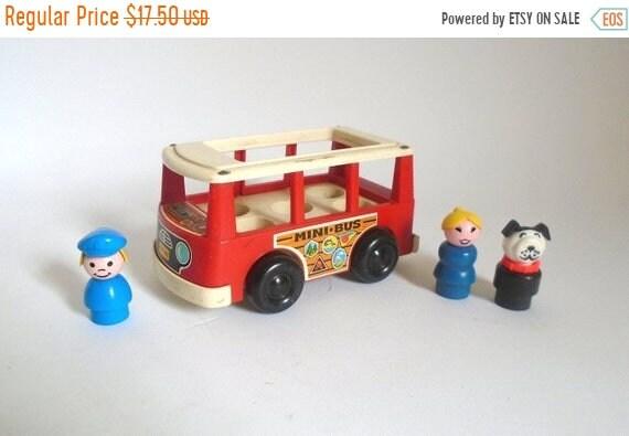 20 % de réduction vente - c. Vintage 1969 Fisher-Price Mini Bus avec 3 Little People