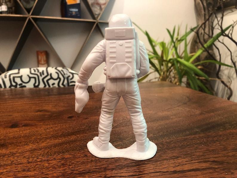 1970 Louis Marx White Plastic 6 Astronaut with Rock /& Bag Toy Figurine Sale Vintage c
