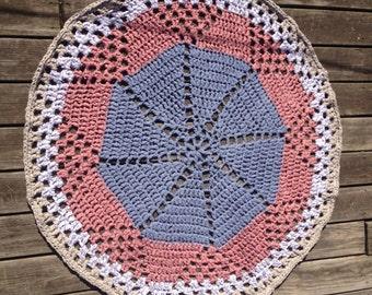 "DAISY DIAMOND CROCHET Rag Rug 48"" diameter Yarnspirations pattern The Crochet Crowd"