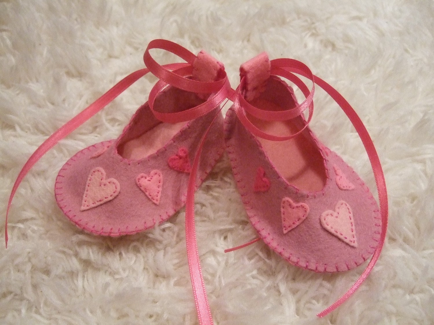 Valentine Felt Baby Can Shoes with Pink Hearts - Can Baby Be Personalized ff413e