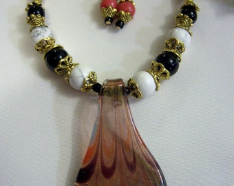 Focal Glass Pendant Necklace Set