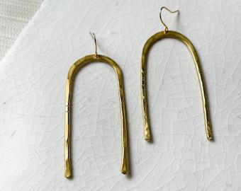 Simple arch earrings