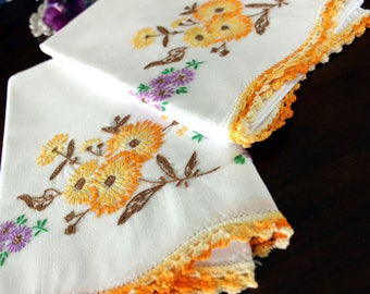 Embroidered Pillowcases, Vintage Pillow Case Set, White Cotton, Yellow Daisies, Crocheted Edging 16548