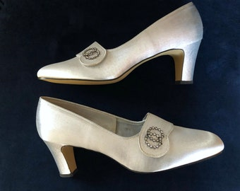 Vintage 60s Silver Pumps Shoes 9B Gaymode Rounded Square Toe Chunky Heel NOS New Old Stock