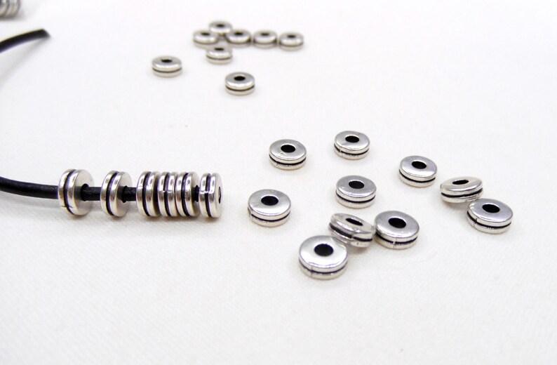 50pc Perles Métal argenté Rondelles arabesques 4mm trou 2mm 4558550095114