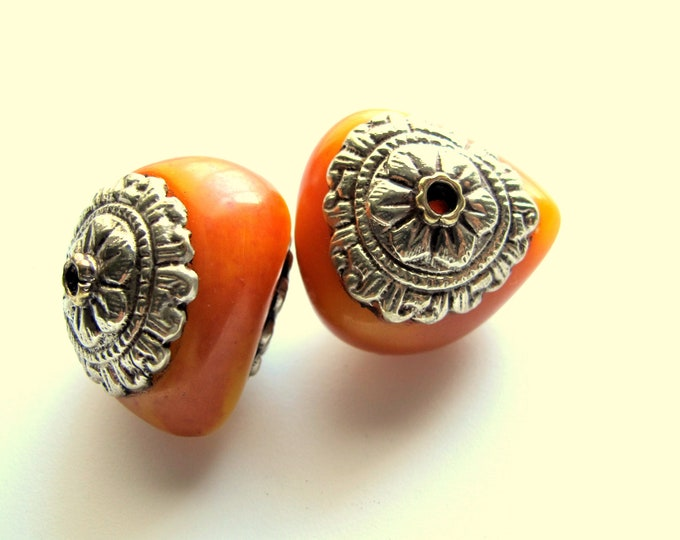 1 BEAD - Large amber copal resin tibetan silver floral design capped bead from Nepal - BD436