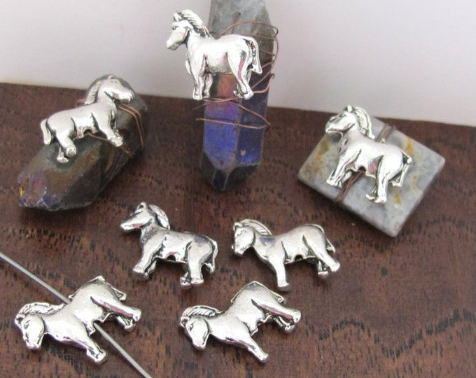 10 BEADS - Off to the Races Silver tone horse beads - BD505
