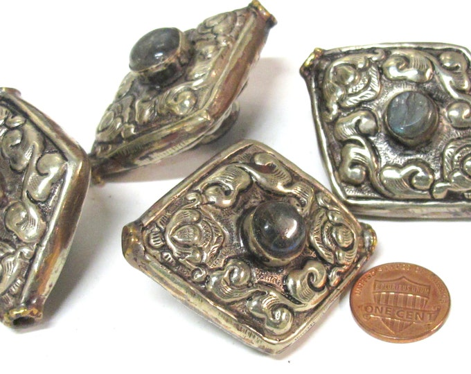 1 BEAD - Ethnic reversible Tibetan kite diamond shape floral repousse carving focal bead with labradorite gemstone inlay -  BD759AL