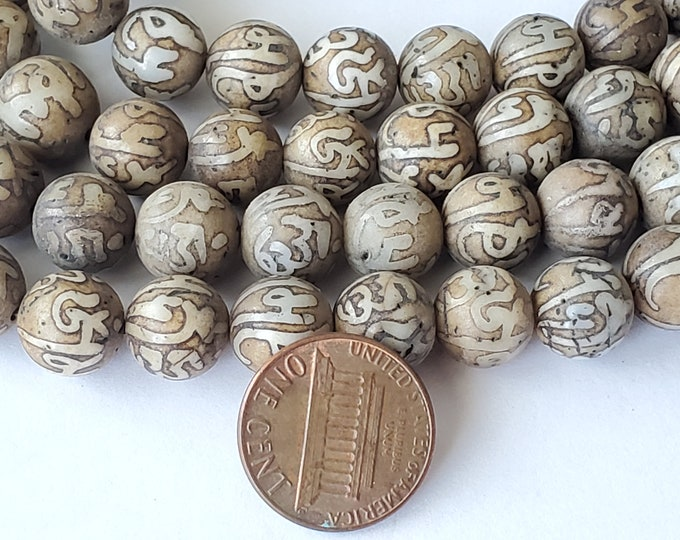 10 BEADS - 10 mm size Tibetan Om mantra etched ethnic naga conch shell beads - CH079