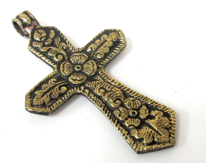 1 Pendant - Reversible Tibetan Nepal solid brass cross pendant with carved flower design both sides  - PM423 Copyright Nepalbeadshop