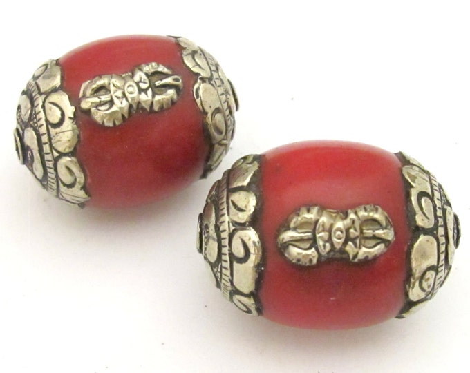 Tibetan beads nepal beads - Large Tibetan red copal resin capped bead with tibetan silver dorje vajra symbol - BD726 - 1 bead