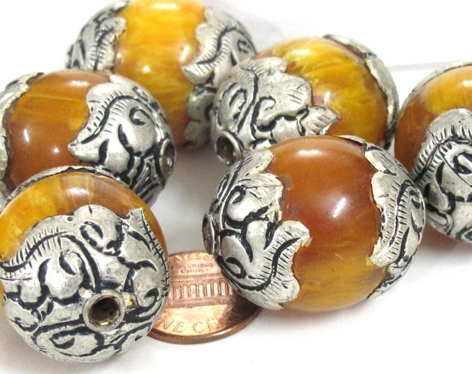 10 Beads - Wholesale bulk lot Tibetan copal resin silver color capped floral design beads Nepal beads large size - BD720Kw