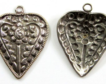 Louts Flower Nepal Nepalese Tibetan Silver and Arrowhead with Flower and Feather Repousse Pendant Arrow Head