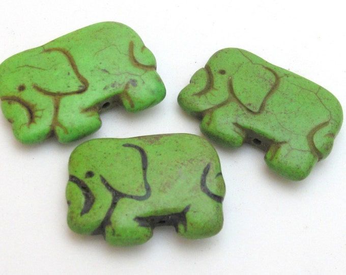 Green howlite elephant shape bead pendant - 1 bead - GM242D