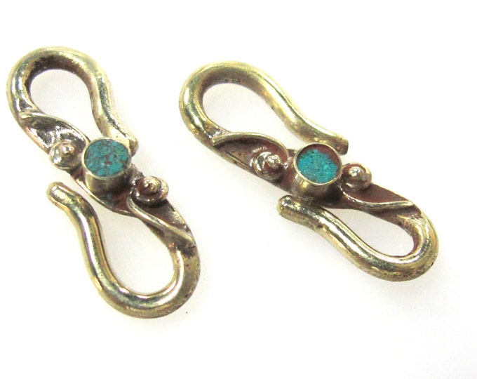 1 clasp - Tibetan Brass S hook clasp from Nepal with turquoise inlay - LN021