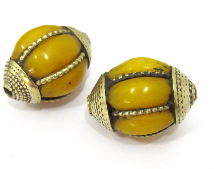 2 BEADS - Large Tibetan amber copal resin grooved melon shape bead - BD850s