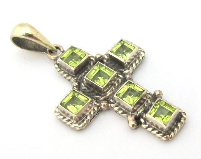 1 Pendant - Tibetan silver faceted green peridot gemstone cross pendant from Nepal  - PM446B