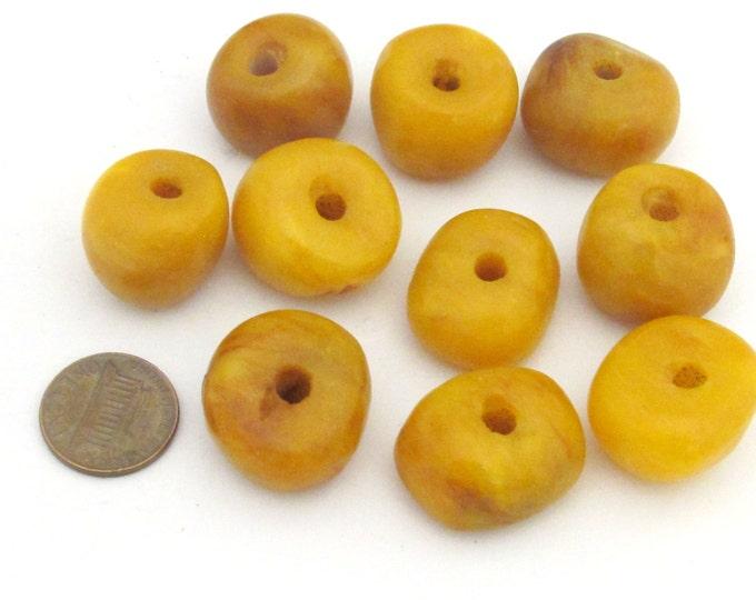 2 BEADS - Beautiful Tibetan copal resin beads - BD683