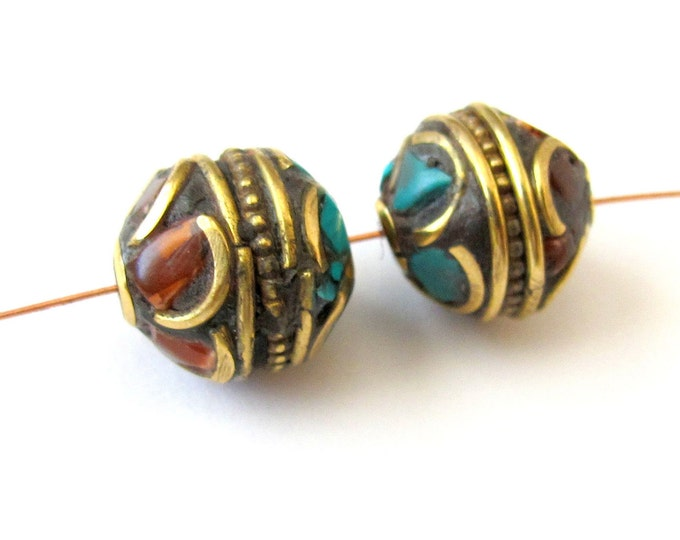 2 Beads - Floral Whorl petal design brass bead from Nepal-BD031