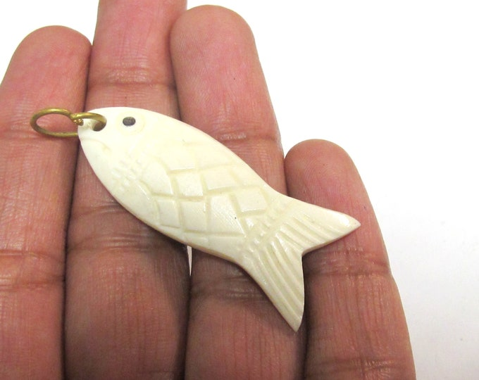1 pendant - Tibetan upcycled cattle bone carved fish design charm pendant from Nepal  - PB074K