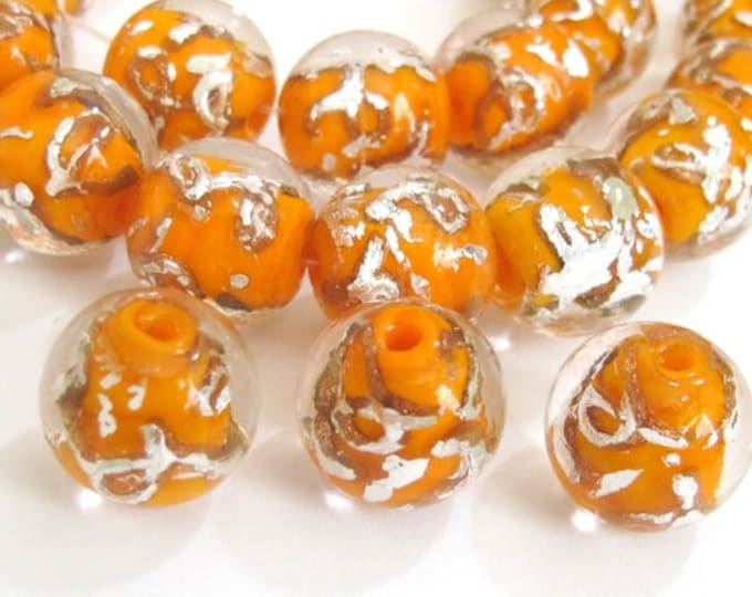 10 BEADS - Orange color silver color swirl glass beads - AB026