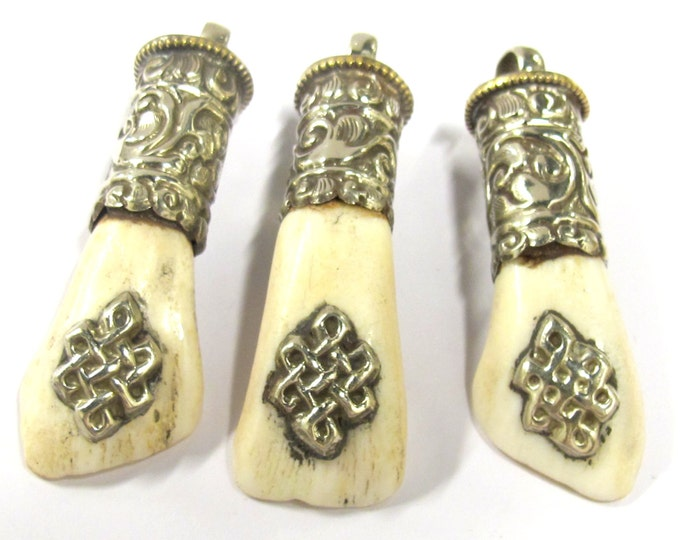 3 pendants - Nepal mountain tribal buffalo tooth pendant with knot symbol and tibetan silver cap - PM379s