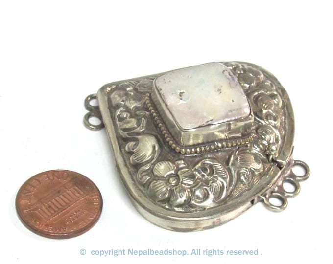 1 clasp - Large ethnic Tibetan Nepal triangular shape silver finish box clasp pendant with cultured pearl shell inlaid - LN040B
