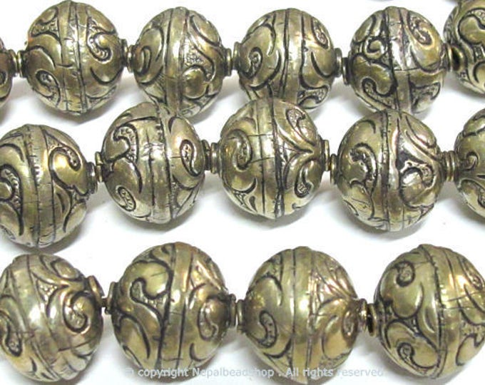 4 beads - Tibetan silver  repousse floral design oval shape beads 17 - 18 mm -  BD566Bx