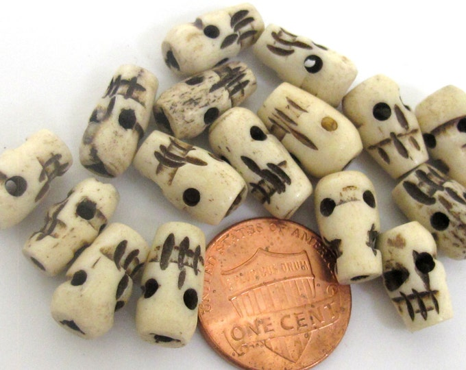 4 beads - Tibetan carved skull old bone beads from Nepal- HB047