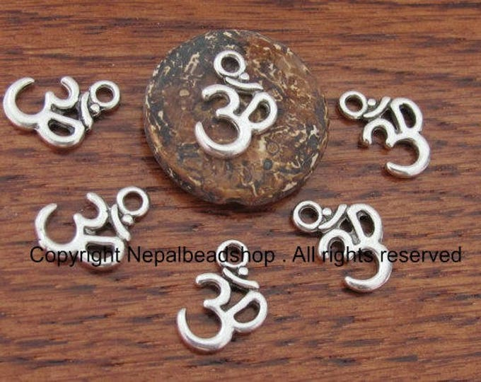 Sale 5 Beads-Silver tone yoga meditation om metal charms beads  - BD459