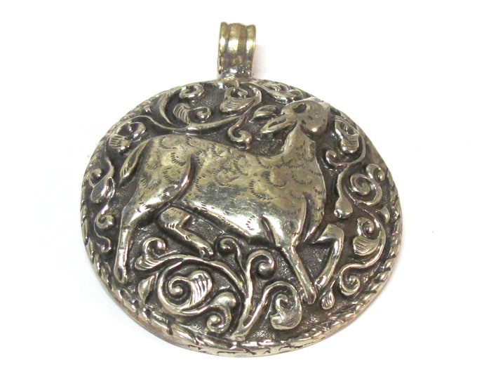 1 Pendant - Gorgeous Tibetan silver repousse Deer pendant with reverse side detailed carving design from Nepal  - PM351F
