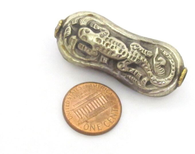 1 Bead - Large reversible Tibetan antiqued finish bead from Nepal with carved lizard gecko animal design  - BD184K