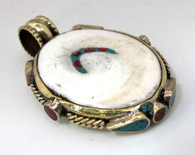 1 Pendant - Oval shape Tibetan naga conch shell brass bail pendant with turquoise coral inlay - Handmade Nepal jewelry supply - PM488