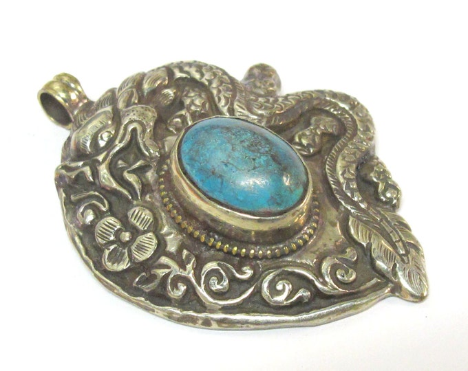 Tibetan silver repousse dragon  pendant inlaid with turquoise inlay - Nepal pendant - 1 pendant - PM271Mx