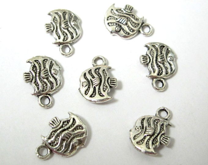 8 charms - Small size reversible fish shape charms antiqued silver tone - CM129