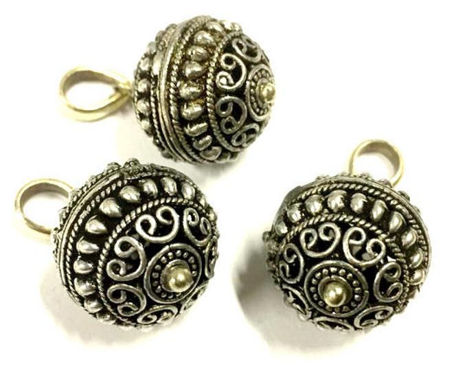 1 Pendant  - Beautiful Tibetan silver filigree hearts circles design charm pendant - PM376