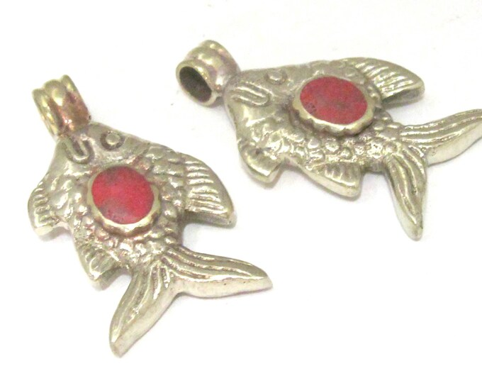 1 Pendant - Dual sided Tibetan silver fish repousse pendant with coral inlay - PM563E
