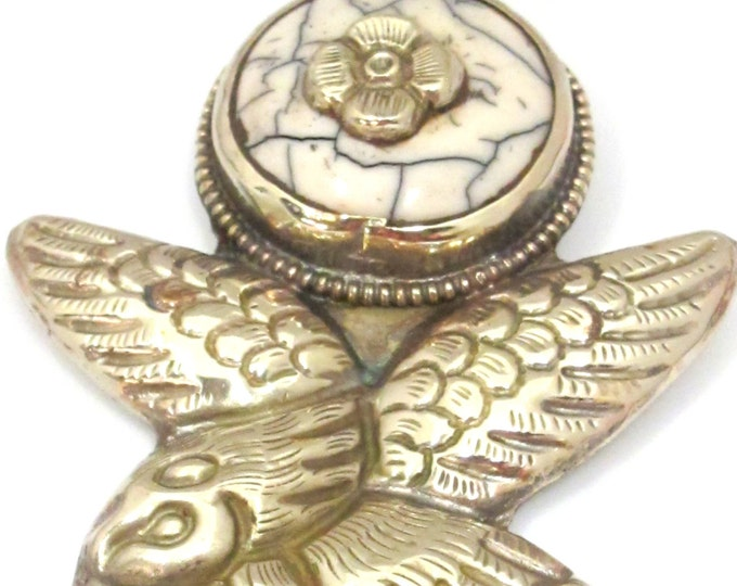 1 Pendant - Tibetan silver antiqued finish white crackle resin Eagle pendant from Nepal - PM448G