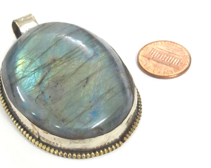 OOAK -  Gorgeous large oval shape Tibetan Nepal flashy Labradorite gemstone pendant with flower carving on other side - PM599LM