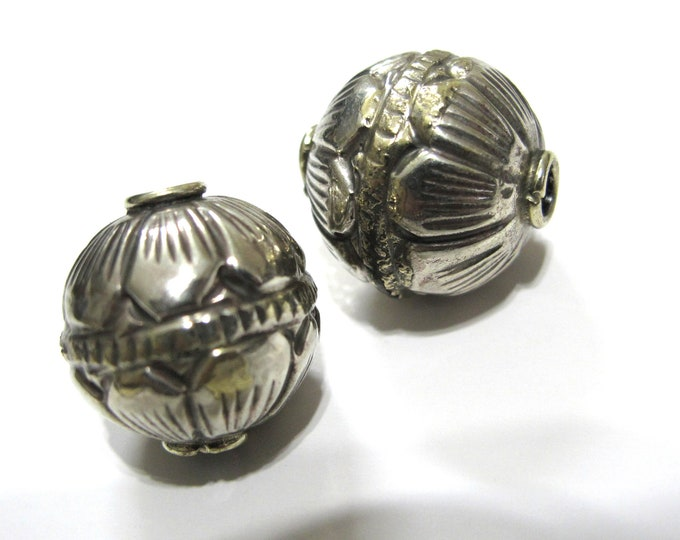 1 BEAD -  Large Size 19 -20 mm Tibetan silver repousse floral design oval rondele shape beads Nepal beads Tibetan beads lotus beads BD313