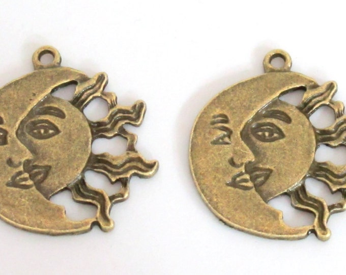 10 - Sun moon face antiqued Brass tone Medium size connector charm pendants 28mm x 26mm -  CM008