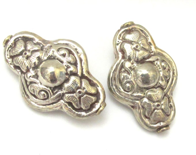 1 BEAD - Large Tibetan silver repousse Cross shape floral design focal pendant bead -  BD628