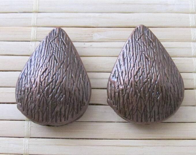 2 pieces - Teardrop  shape copper tone beads - BD201