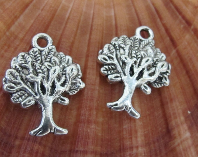 6 pieces - Antiqued silver  tone Tree of life charms 20 mm x 16 mm - CM044