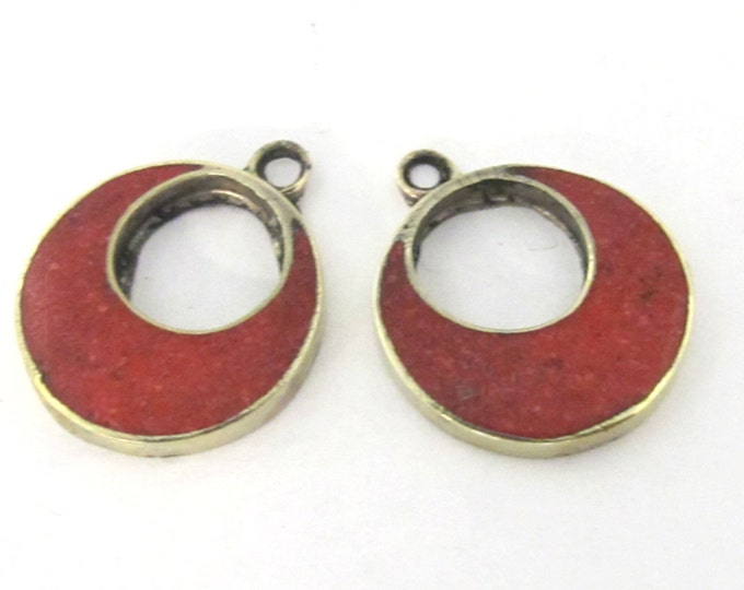 2 pieces  - Tibetan silver donut disc shape charm pendants with coral inlay - PM510A