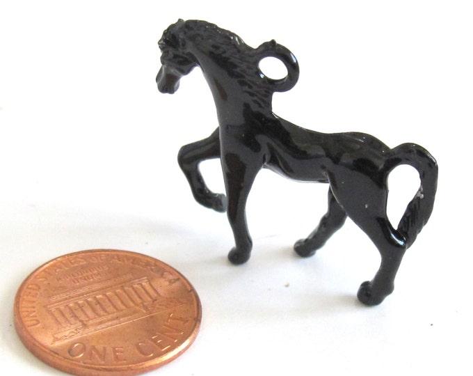 2 pieces -Fabulous 3 dimensional black Horse pendant charm 26mm x 31mm  - CM074