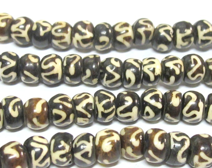 10 BEADS - Om etched tibetan black brown bone beads 8 mm size - yoga meditation jewelry mala making bead supplies - ML117B